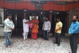 surya-mandir-comitee-come-to-hindu-prist