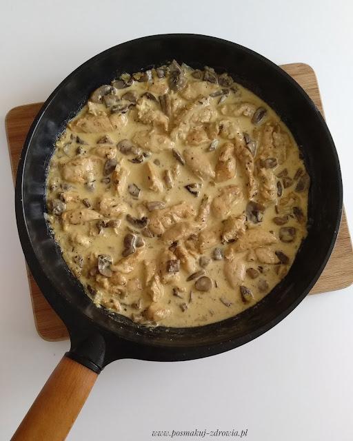 Polędwiczki z kurczaka w kremowo-śmietanowym sosie pieczarkowym