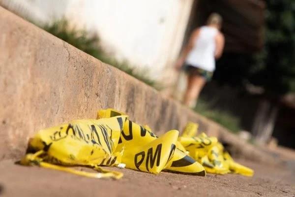 Homem mata mulher a facadas e, durante a fuga, quebra pernas e morre