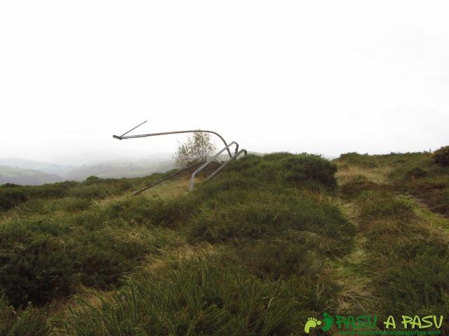 Restos metálicos en la sierra del Ouroso