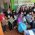 Wujud Nyata Agusrin-Izda Bagikan 3.300 Paket Sembako Warga Miskin