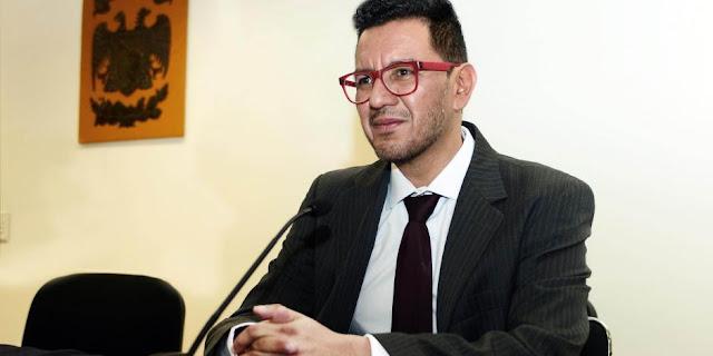 Solicita Graue remoción del director del instituto de investigaciones estéticas