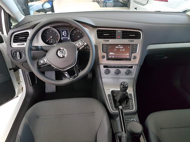 VW Golf 2017 TSI Comfortline (1.0) - interior