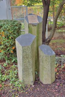 Fernmeldeturm Mannheim 05.12.1994 helikopter kazasına ait talihsizlik anıtı.
