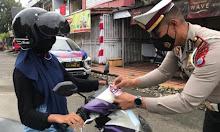 Satlantas Polres Bone Bagi-bagi Masker dan Stiker Imbuan