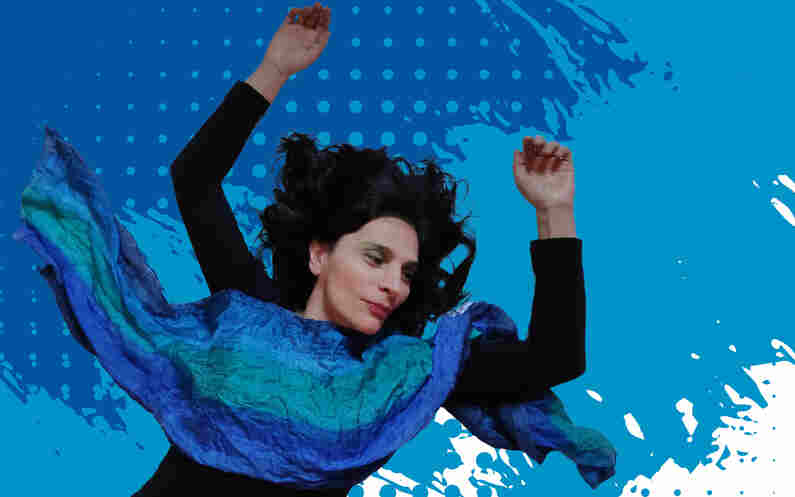 Ativismo, pacifismo e sensibilidade foram os conceitos guia do novo single e clipe de Solange Sá, Mulher do Mar. Com arranjos eletrônicos, a canção une os acordes do violão com a potente voz da cantora paulistana.