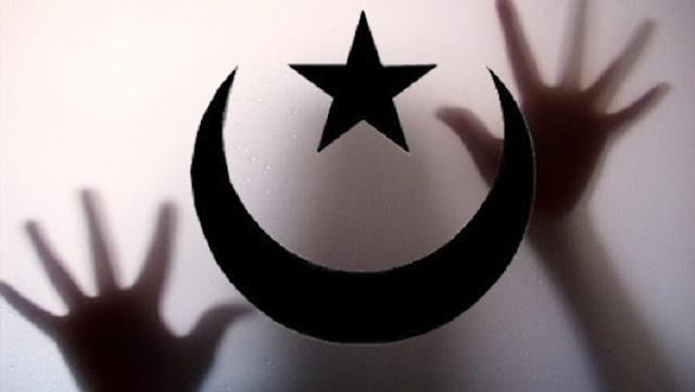 """Ο """"ακτιβιστής"""" Ελγαντούρ, ο Αλλάχ και το τζαμί που έκλεισε"""
