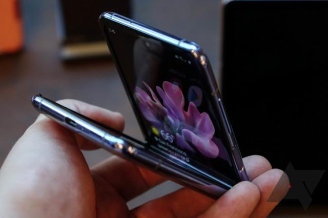 مواصفات، سعر، مميزات، عيوب وكل ما يتعلق بالهاتف Galaxy Z Flip (جالاكسي زد فليب).