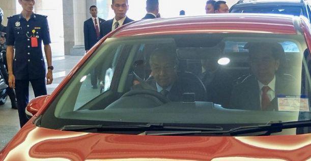 PM Malaysia Mahathir Setiri Pak Jokowi dan Salat Jumat Bersama