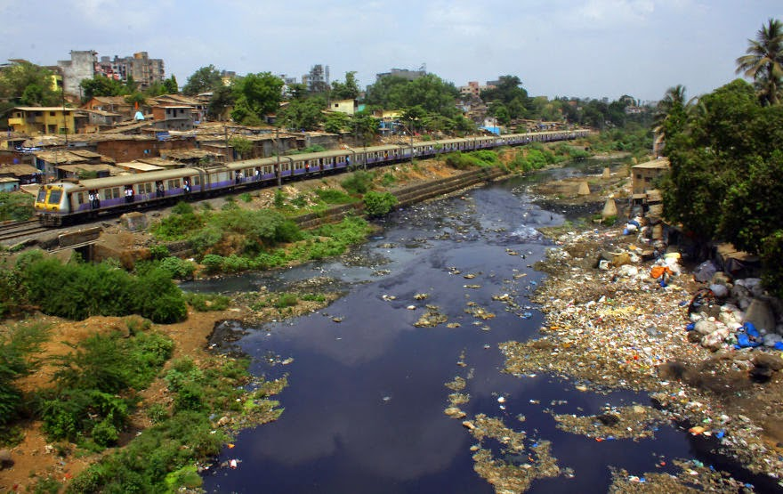 You Will Want To Recycle Everything After Seeing These Photos! - A River In The Suburbs Of Mumbai