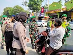 Satgas Banops Operasi Ketupat Candi 2021 Gelar Ops Yustisi Prokes Dan Bagikan Masker Ke Warga