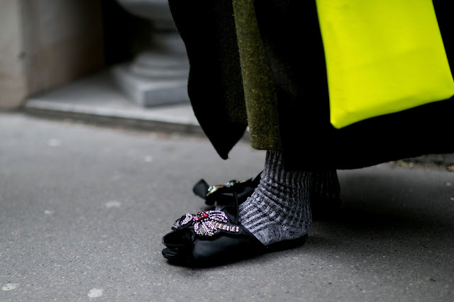 Zapatos planos con calcetines street style