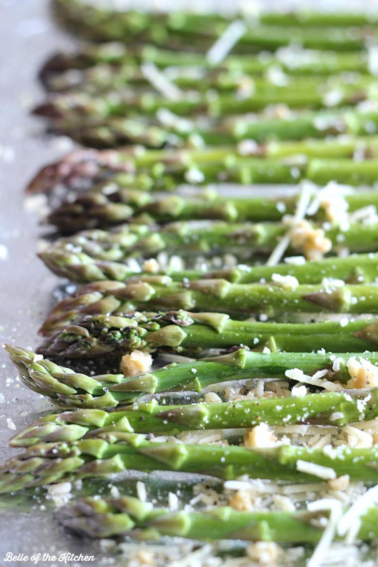 GARLIC PARMESAN ROASTED ASPARAGUS #asparagus #parmesan #dinner #lunch #vegan