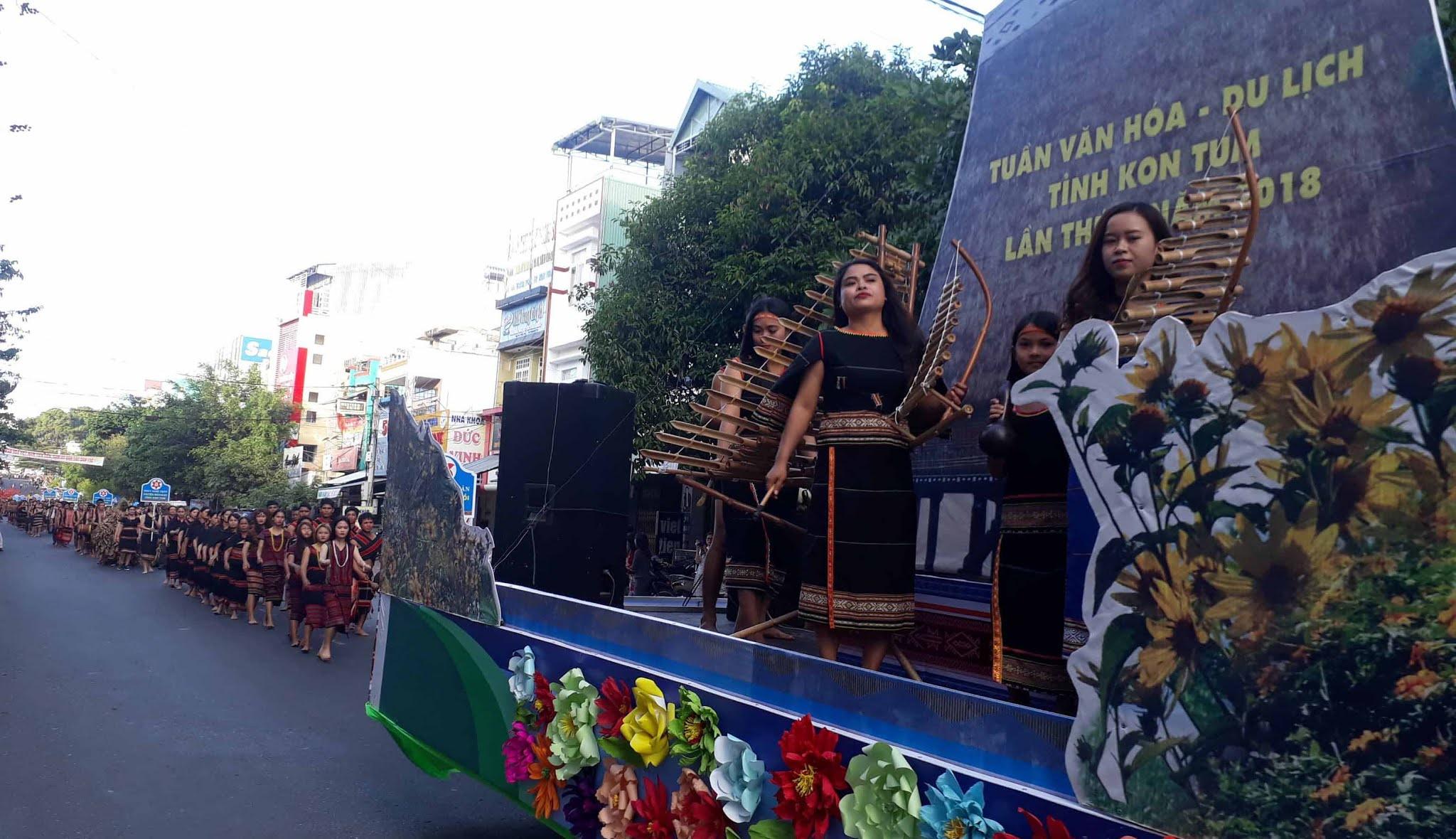 Gần 700 nghệ nhân tham gia trình diễn tại Lễ hội đường phố.