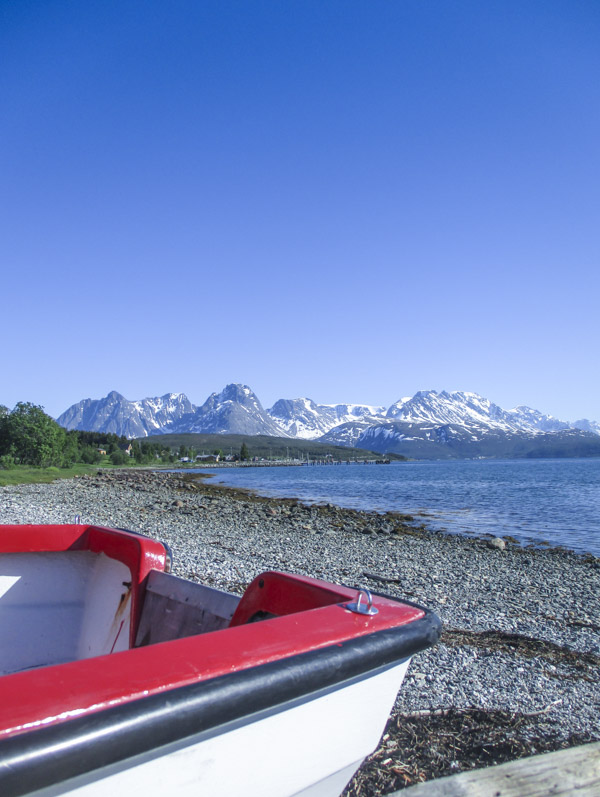 Vene vuonon rannalla Pohjois-Norjassa