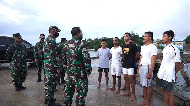 Anak suku Bajau unjuk kebolehan berenang di laut