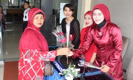 Hari Kartini, Polwan Samsat Ciledug Berkebaya