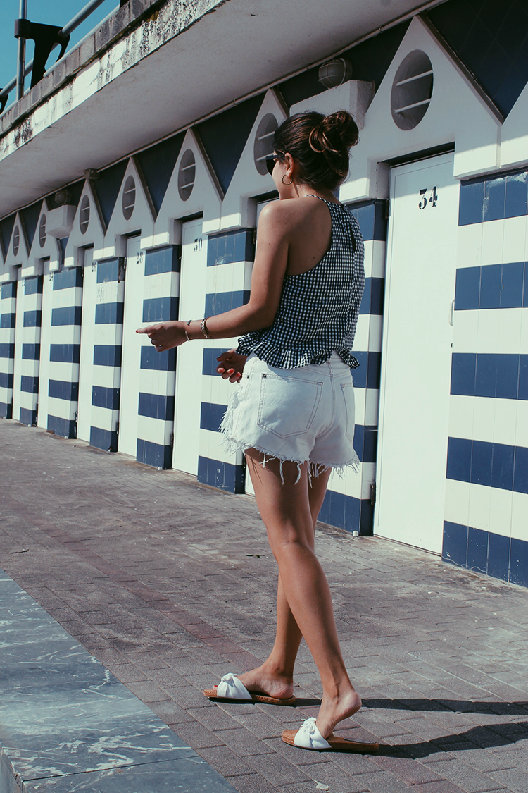 shorts blancos y top de cuadros little black coconut