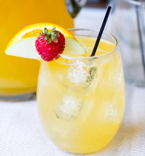 PASSION FRUIT AND PINEAPPLE SANGRIA #pineapple #drink