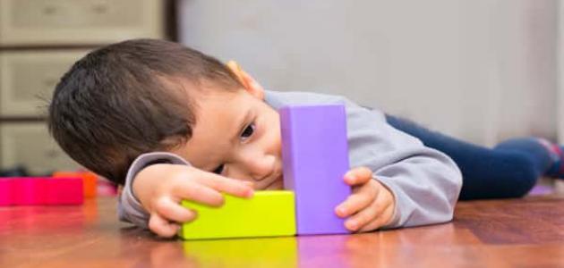 أعراض التوحد عند الأطفال في عامه الثاني