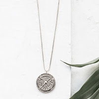 https://vivafrida.ch/collections/colliers/products/sautoir-coin-silver-en-attente