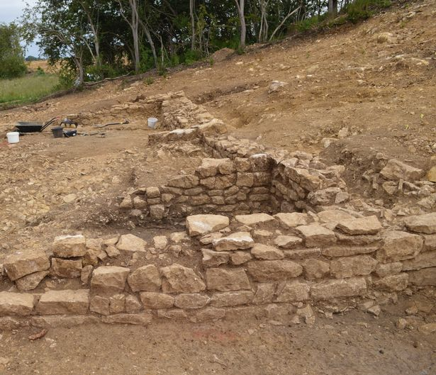 Human remains, ancient buildings and pottery kiln unearthed at Lincolnshire site