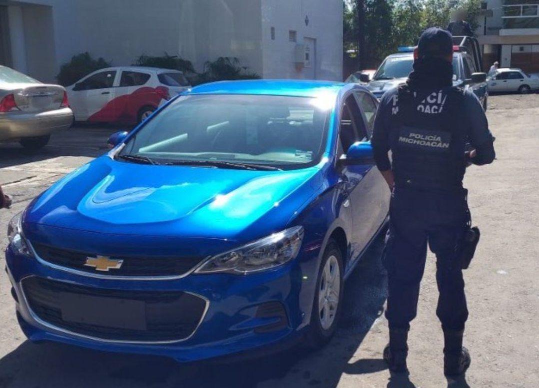 Comando armado roba siete vehículos de agencia en Michoacán