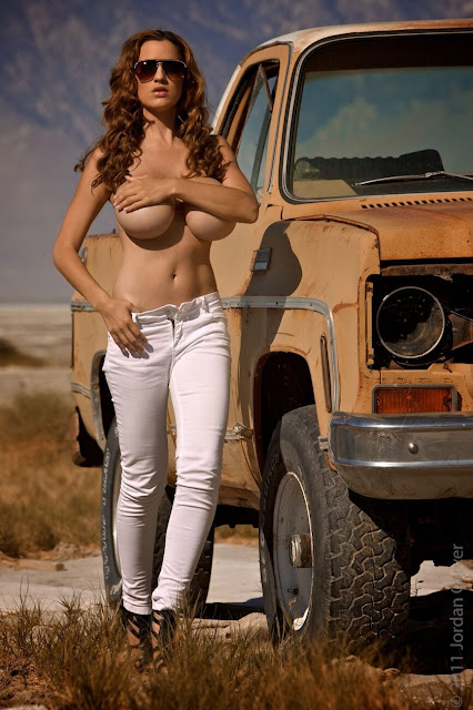 Jordan-Carver-nude-tits-photoshoot-car-dump-image-21