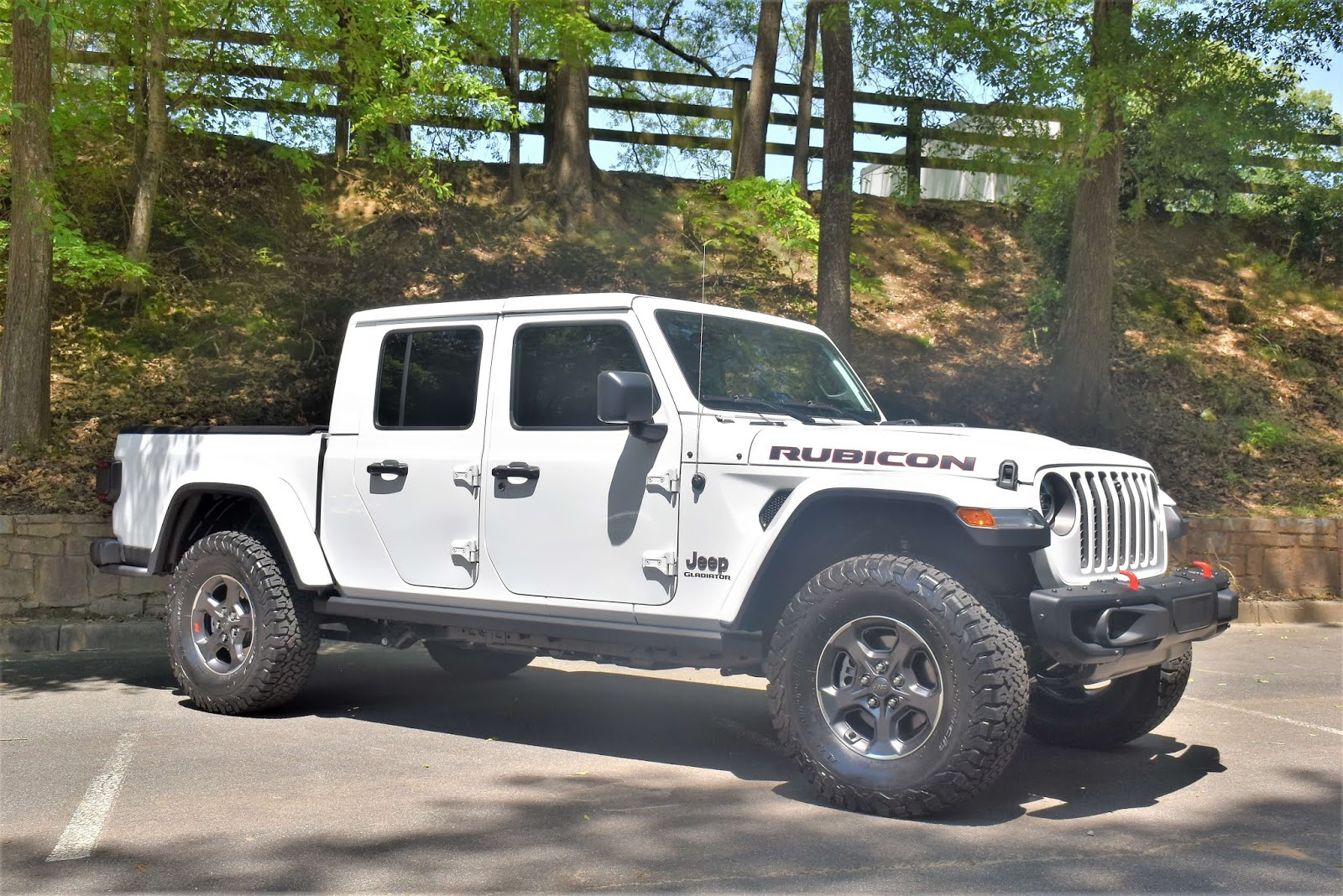 2020 Jeep Gladiator White