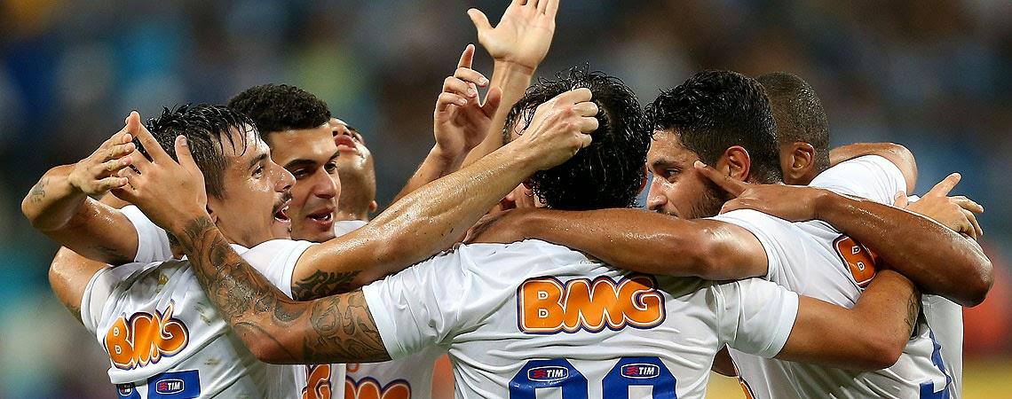 058fc967036ca A noite parecia ser de pesadelo para a torcida do Cruzeiro. Com um gol  sofrido aos 12 do primeiro tempo e dois jogadores substituídos por lesão no  início da ...