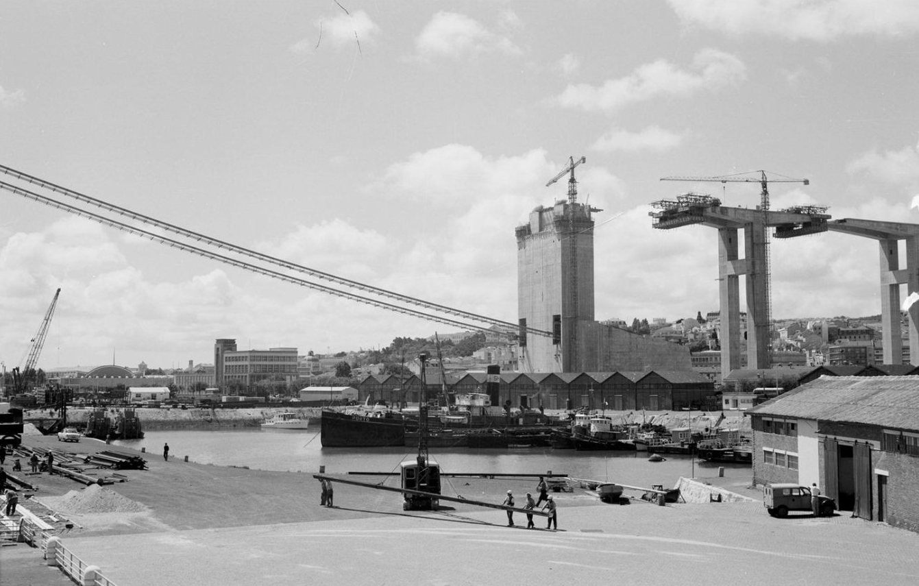 Lisbon bridge construction