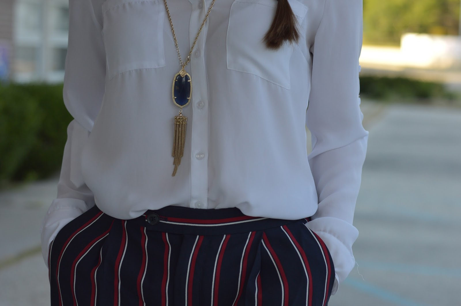 kendra scott rayne necklace in navy | what to wear with a rayne necklace | banana republic dress pants review | striped dress pants | what to wear to work |