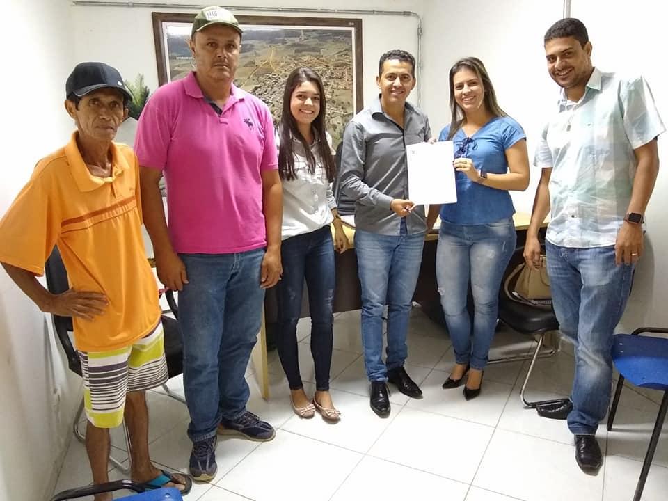 Prefeito Gil Rocha assina ordem de serviço no valor de R$ 241 para pavimentar novas ruas