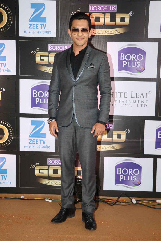 Kamya Punjabi Stunning Poses at The 10th Zee Gold Awards In Mumbai
