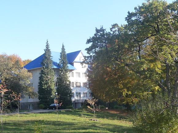 Чинадієво. Замок графа Шерборна. Санаторій «Карпати»