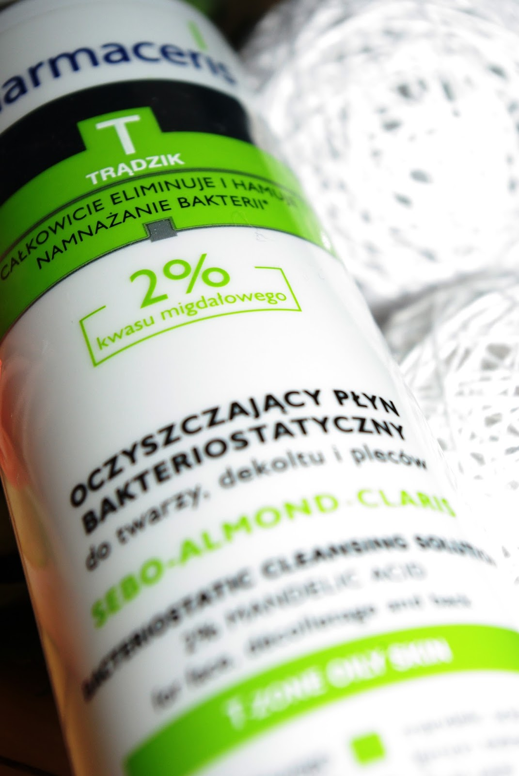 Pharmaceris - Oczyszczający płyn bakteriostatyczny.