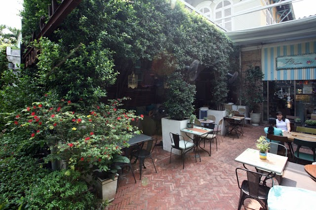 The cafe is under the greenery