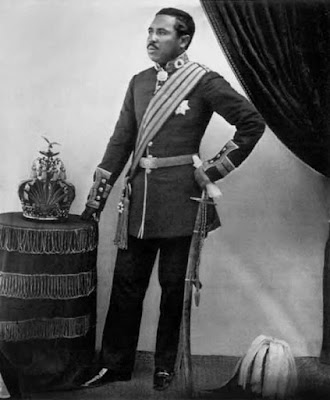 Rakoto, il figlio della regina Ranavalona, complottò più di una volta contro di lei senza successo, ma salì comunque al trono.