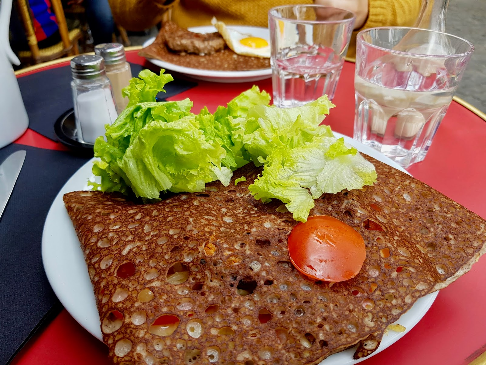 crêpe with salad leaves on top, some onions and peppers visible within