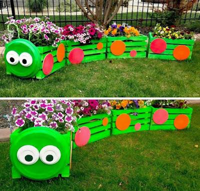 Tren con flores para jardín hecho con cajas de madera recicladas