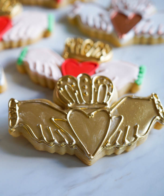 claddagh decorated cookies