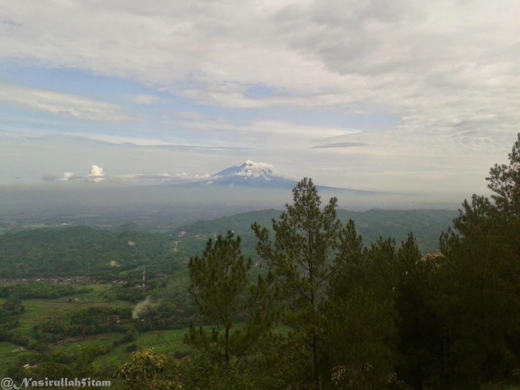 Pemandangan dari Puncak Becici, Dlingo