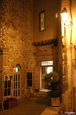 Le luci soffuse nella cittadella di Carcassonne