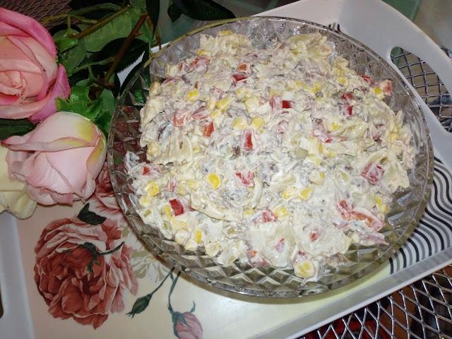 salatka z miesem z rosolu salatka rosolowa salatka makaronowa salatka z papryka konserwowa salatka z kukurydza salatka z majonezem