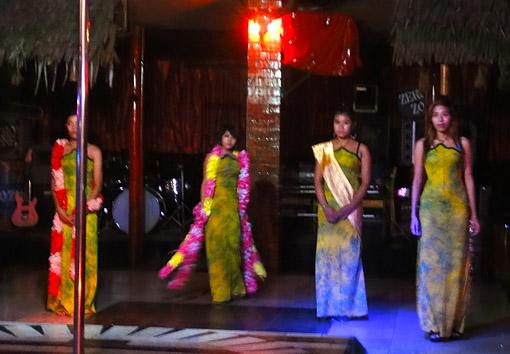 Burmese Girls at night in Yangon 10