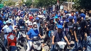 Tumpah Ruah di Jalan Masyarakat Bolo Jemput Paslon SYAFA'AD.