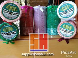 pita kain satin pada souvenir handuk kemasan tabung