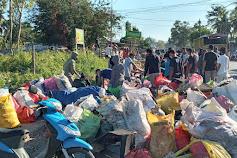 Pasca Badai Seroja, Ammara Bantu DLHK Kota Kupang Bersihkan Sampah di Pinggiran Jalan