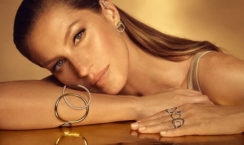 Vivara Golden Time jewelry campaign