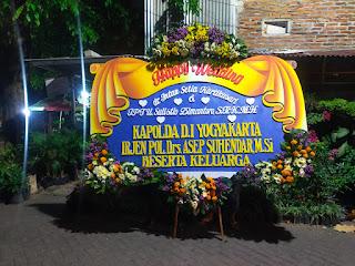 Karangan Bunga Happy Wedding Surabaya HWMP002
